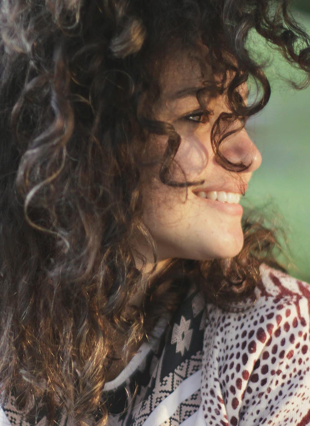 Portrait Frau mit dunklen Haaren